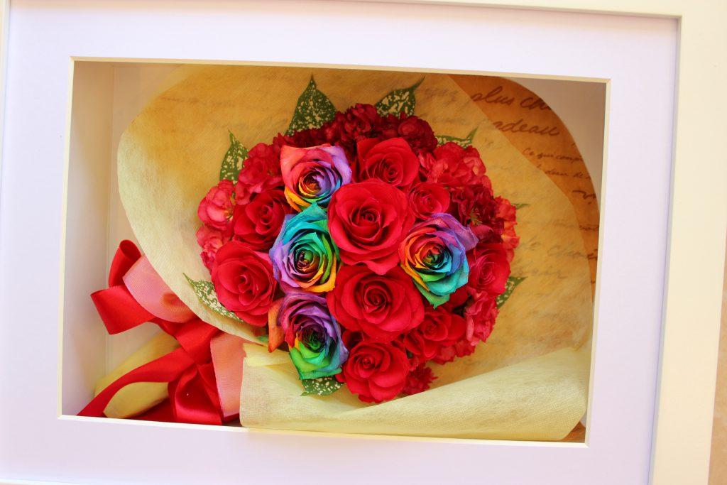 赤いバラ花束