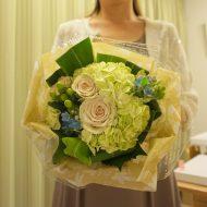 フラワーアレンジメント花束の注文|カジュアルな結婚披露パーティーのブーケ