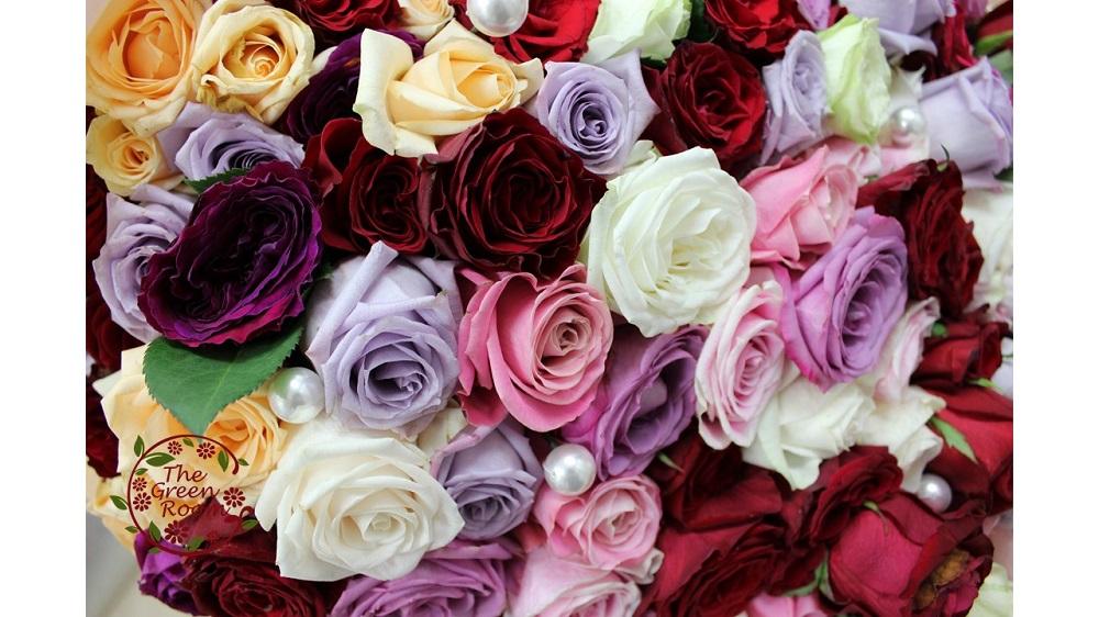 結婚式当日の教会での練習時に50本のバラを披露宴の最中に144本のバラをプレゼント