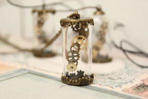 【時を刻む】アンティークなハンドメイドネックレス|アップ