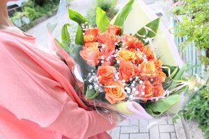 花束の注文オレンジ薔薇の花束プロポーズ