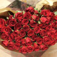 モダンウッド|プロポーズ赤バラ花束を花材追加でブーケ風にアレンジ|持ち込み時