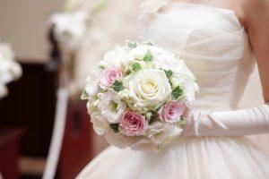 スクエアキューブホワイトボックス|ラウンドブーケを永久保存加工する方法教えます|白ピンクラウンドブーケと花嫁