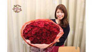 モダンウッドフレーム|4日前の赤バラ108本感動のポロポーズの花束が押し花フレームで見事に蘇りました|持ち込み時お客様とバラ108本