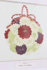 シンプルホワイト正方|ボールブーケを押し花で保存加工するとこうなる|完成図アップ