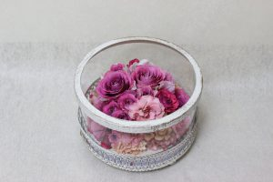ガラスケーキコラム サプライズギフトの花束をインテリアとしてずっと楽しみませんか 完成