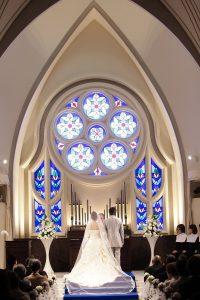 花嫁のためのブーケを作るレッスン教会式画像