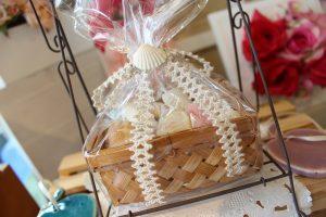 夏のインテリア☆お部屋にマリングッズを飾って海の香りを感じてみませんか。貝殻バスケット