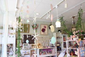 夏のインテリア☆お部屋にマリングッズを飾って海の香りを感じてみませんか。天井飾り