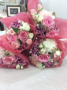 ボックスM|サプライズプロポーズは部屋に敷き詰めてあった沢山の花|花束4つ持ち込み時