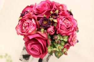 美しい造花のブーケは生花と見分けがつかない高品質な仕上がりです ラウンドブーケアイキャッチ用画像