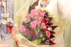 フラワーアレンジメント花束の注文|ピンクの花束