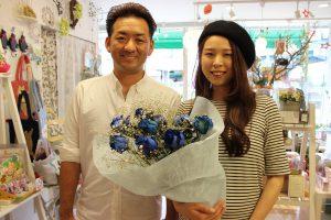 ブーケから世界に一つの押し花ストラップをつくります|青バラの花束お客様持ち込み時