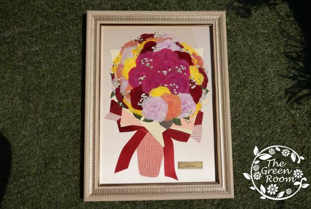 プロポーズの日にもこだわってカラフルな薔薇の花束をプレゼント 完成全体